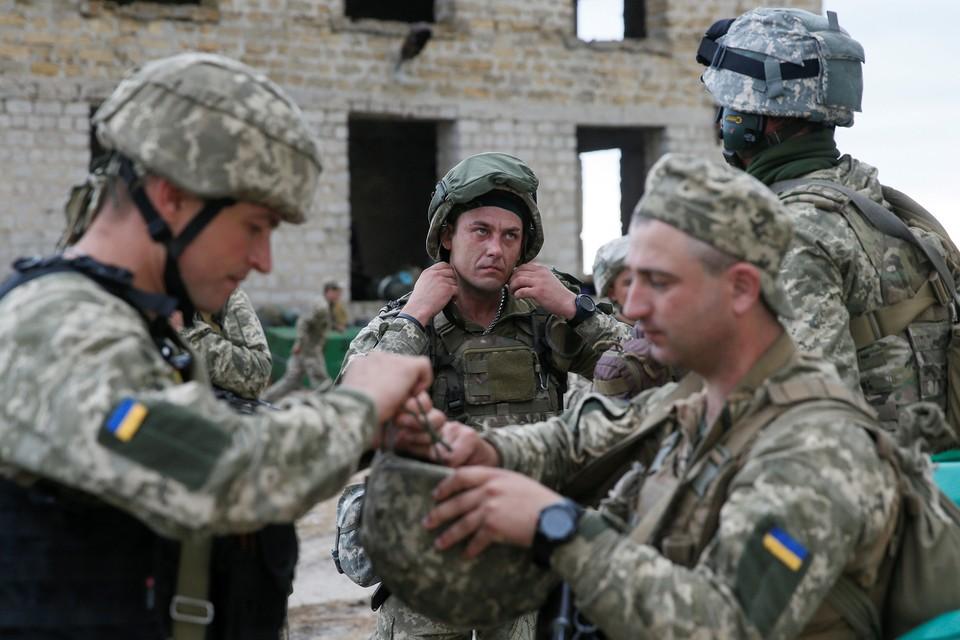 Украинские военные продолжают выживать жителей Донбасса из населенных пунктов близ линии фронта
