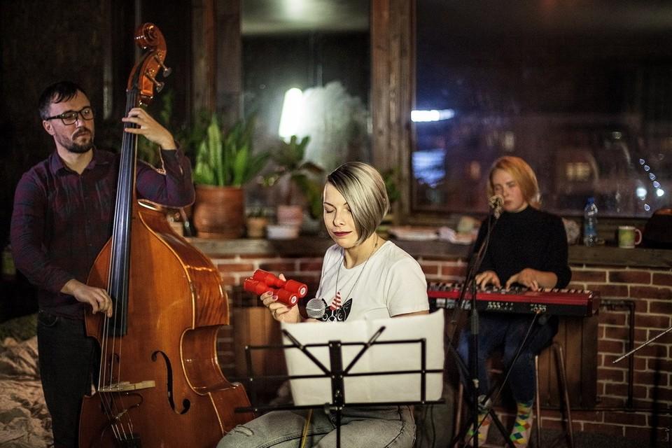 Елизавета Степанова начала петь в детстве, что спустя годы привело ее к контракту со звукозаписывающей компанией. Фото: Фёдор Егоров.