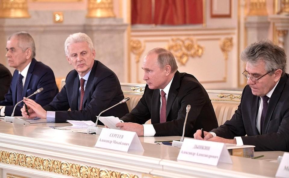 Владимир Путин раскритиковал работу отечественных НИИ