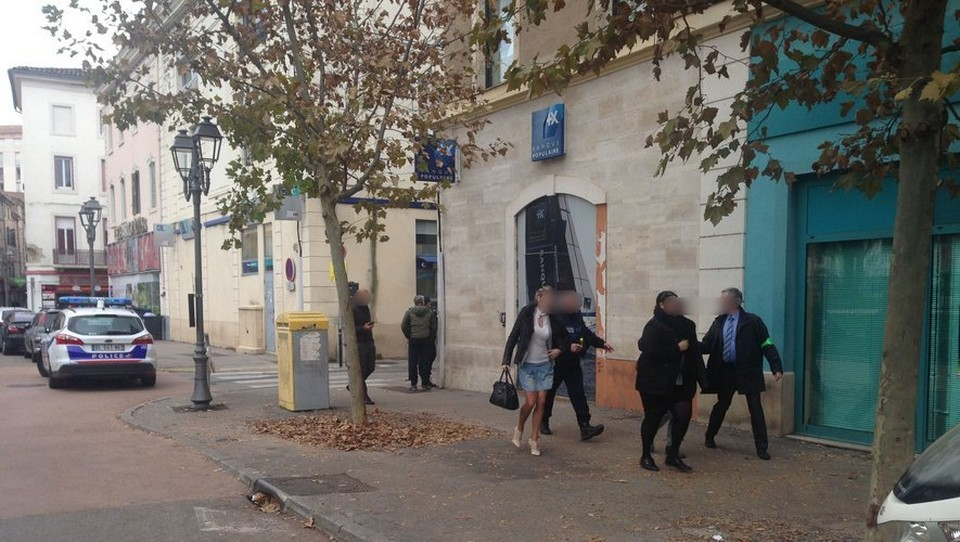 Во Франции женщина грозит взорвать банк Фото: Midi Libre