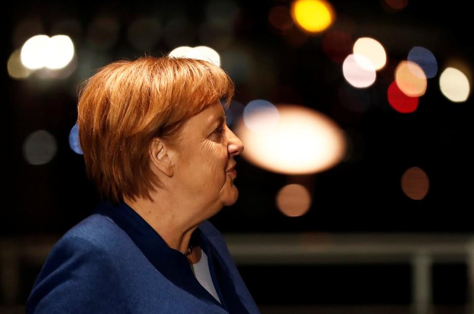 Канцлер Германии Ангела Меркель вылетела на саммит G20 как обычный пассажир из-за поломки самолета.