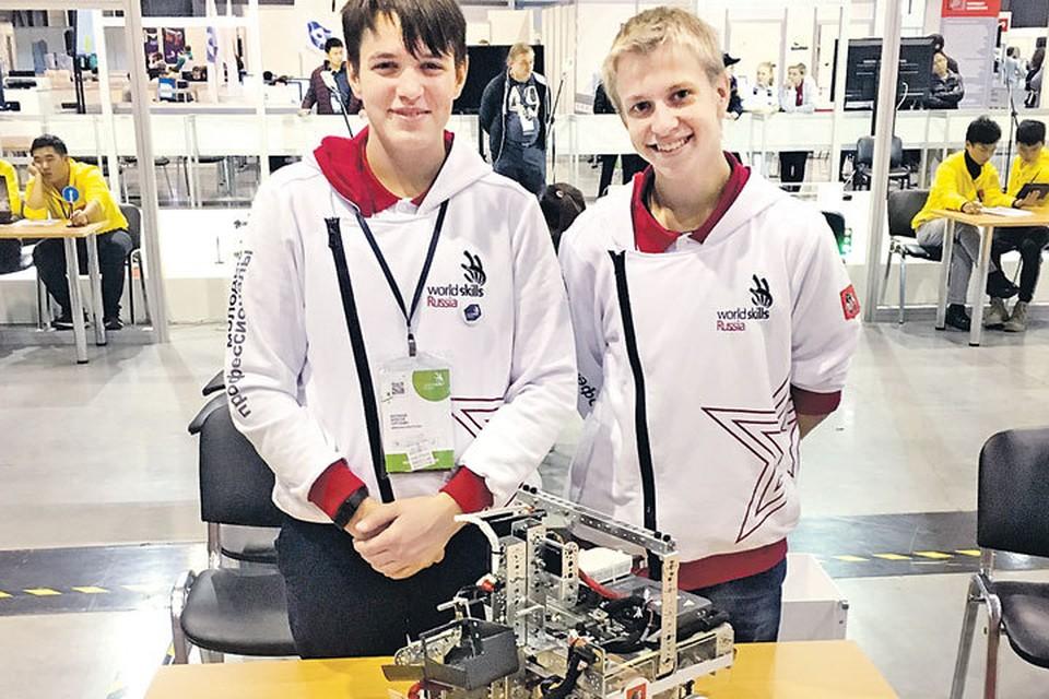 Робот-мусороуборщик, созданный в этом году Алексеем Беспаловым и Никитой Сандраком из колледжа «Царицыно», признан лучшим в своей номинации на WorldSkills Hi-Tech. Фото из архива Андрея Желтикова.