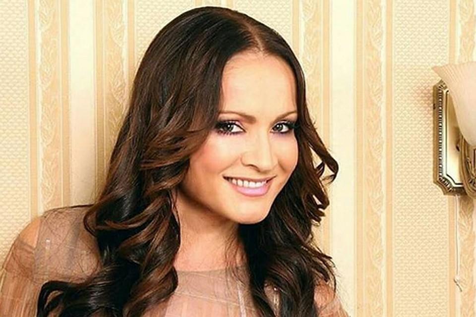 Чтобы не накаливать ситуацию и не провоцировать радикально настроенных соотечественников, певица решила в этом году отменить посещение России