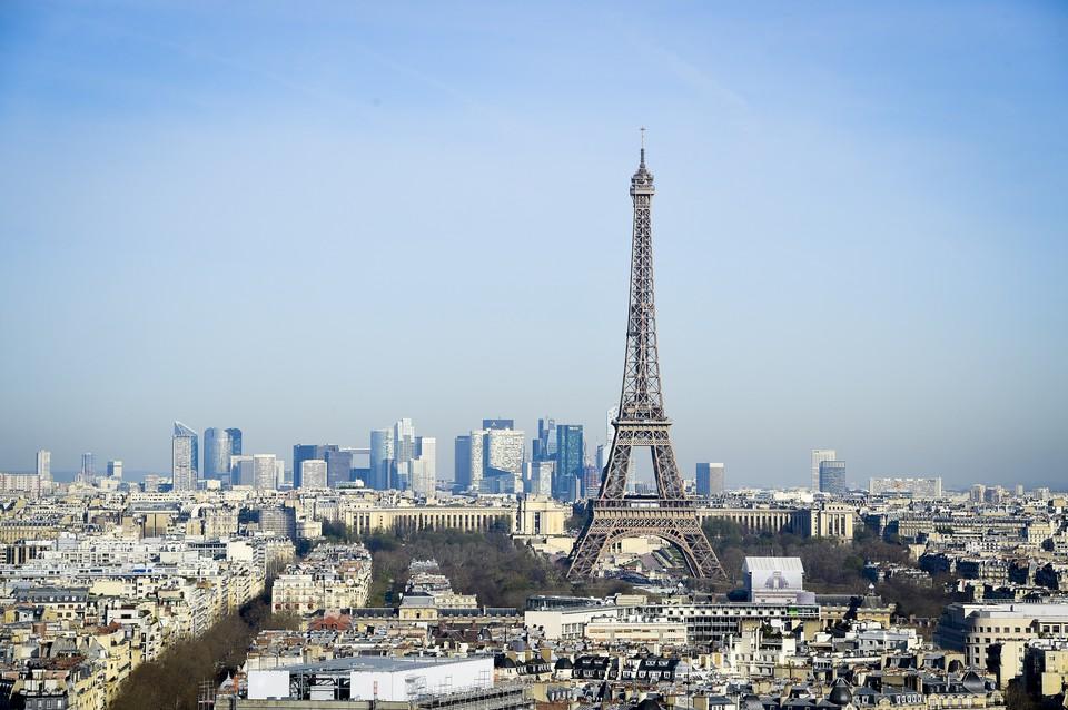 Символ Парижа закроют из-за протестов