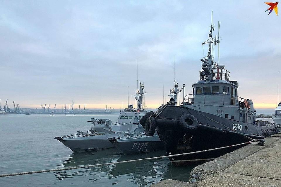 Командиры задержанных в Керченском проливе корабле отказываются давать показания