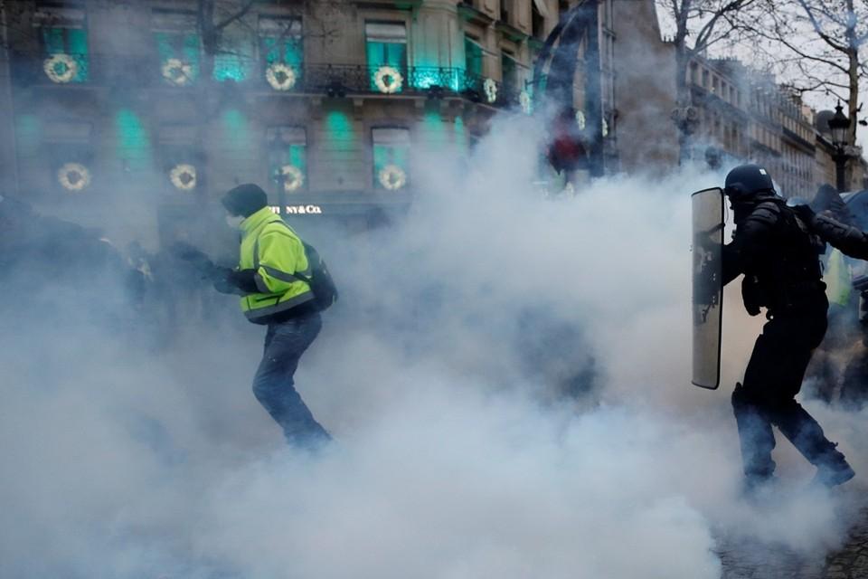 """Французские спецслужбы вынуждены признать, что к длящимся уже месяц протестам """"желтых жилетов"""" Москва отношения не имеет"""