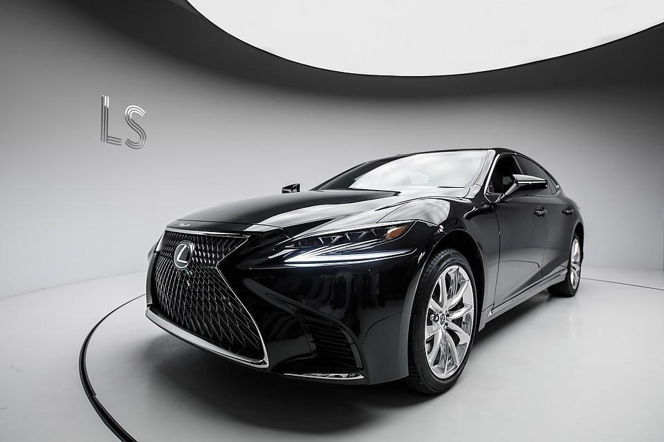 Lexus отзывает новые седаны LS в России