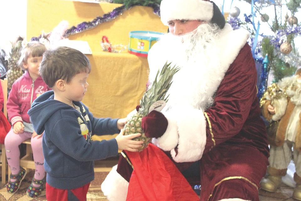 «Комсомолка» отвезла новогодние подарки дому ребенка в Макеевке