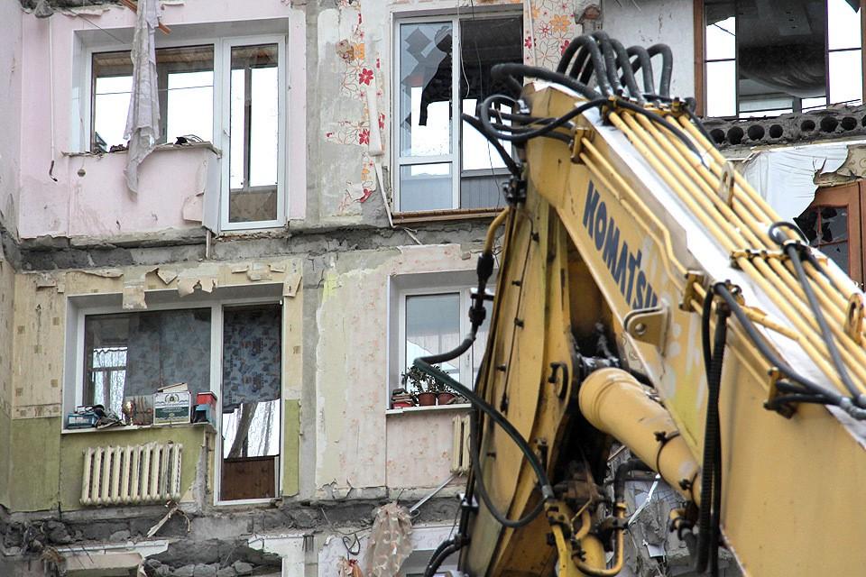 Взрыв в доме №164 по проспекту Карла Маркса в Магнитогорске унес 39 жизней, еще десятки жильцов остались без крыши над головой.