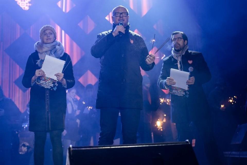 Мэр Гданьска Павел Адамович выступает на благотворительном концерте за несколько минут до нападения
