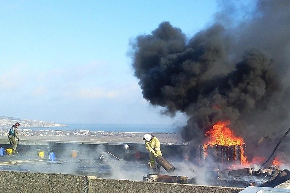 Во время взрыва на крыше находились 18 газовых баллонов, взорвались два. Фото: горсовет.щелкино-рк.рф