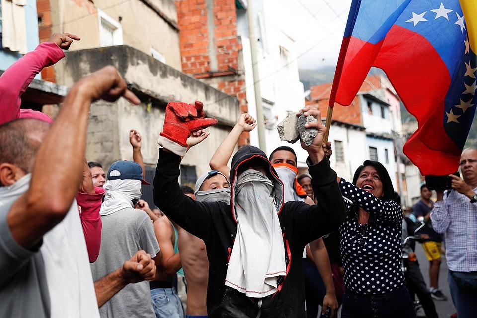 Уличные протесты в столице Венесуэлы городе Каракасе.