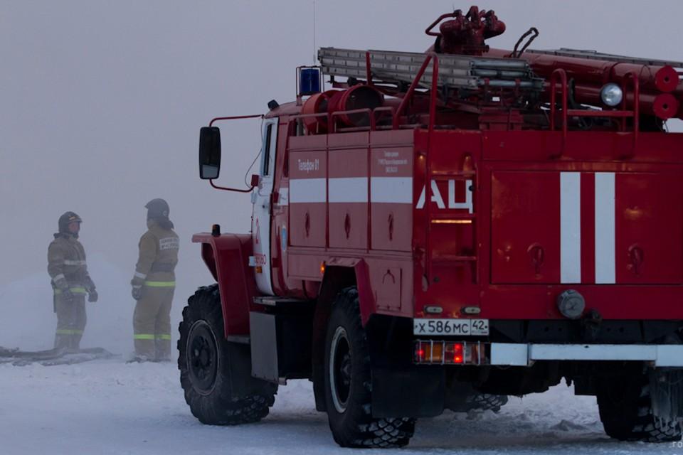 Пожарные потушили возгорание, но пока еще находятся на месте крушения бомбардировщика. Фото: nk-tv.com