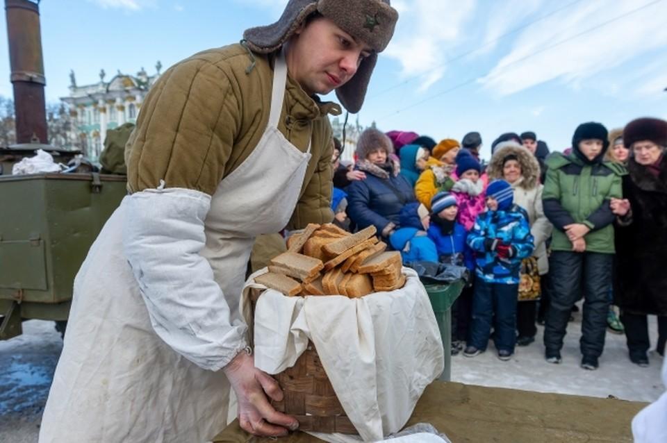 Всего в Бирске испекли 12 тысяч порций знаменитого блокадного хлеба