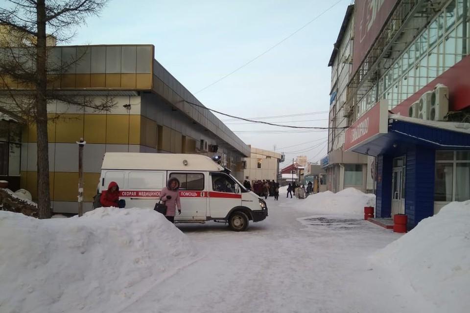 Людей пришлось эвакуировать из школ, больниц, банков... Фото: Станислав Трефелов
