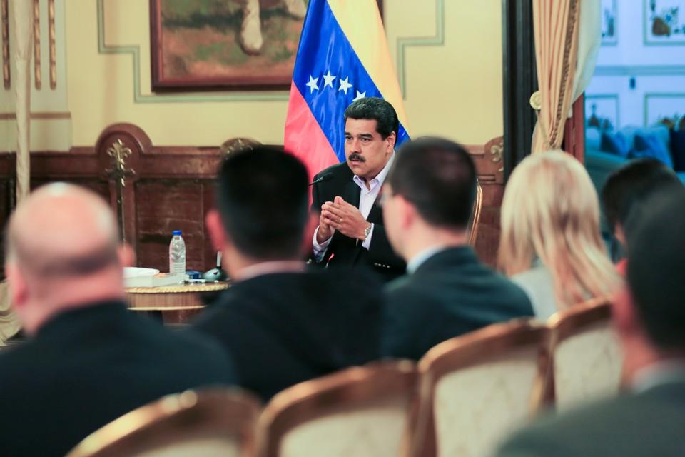 Президент США Николас Мадуро встречается дипломатами, отозванными из США после разрыва дипломатических отношений