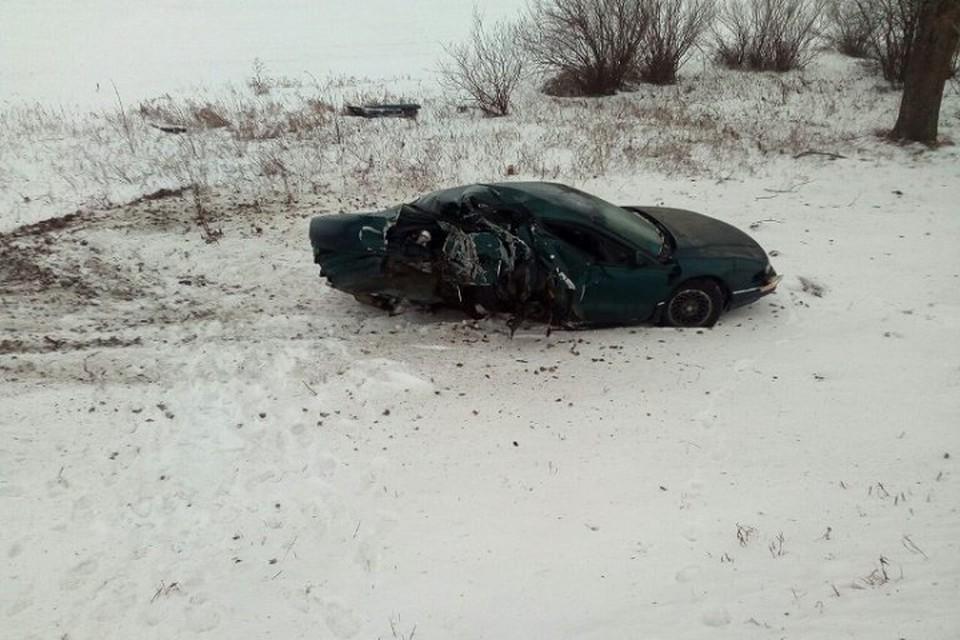 Женщина не справилась с управлением и вылетела на авто в кювет, где столкнулась в деревом. Фото: ГАИ Минской области.