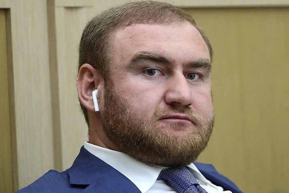 Рауф Арашуков был задержан во время заседания. Фото: Валерий Шарифулин/ТАСС