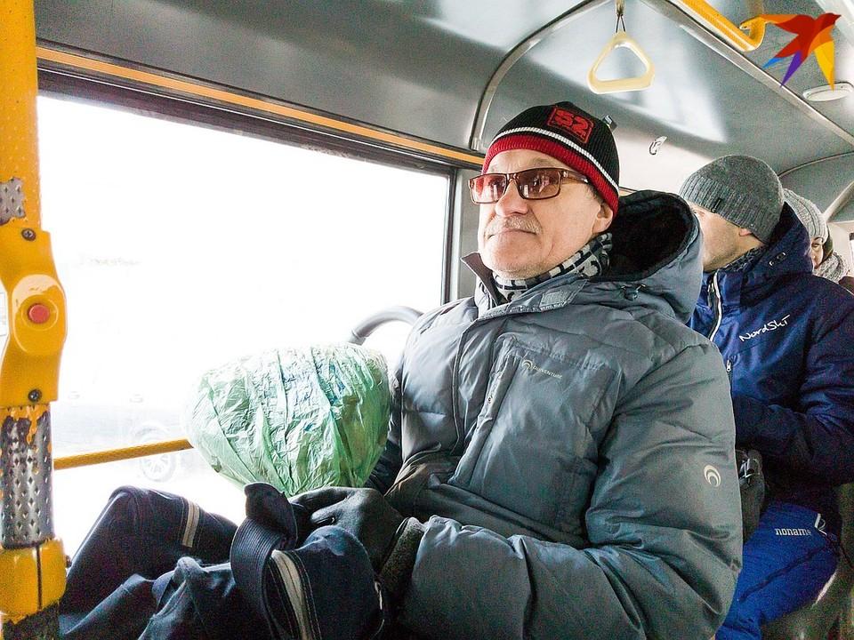 Уступать пожилым людям место в транспорте или нет - решать вам.