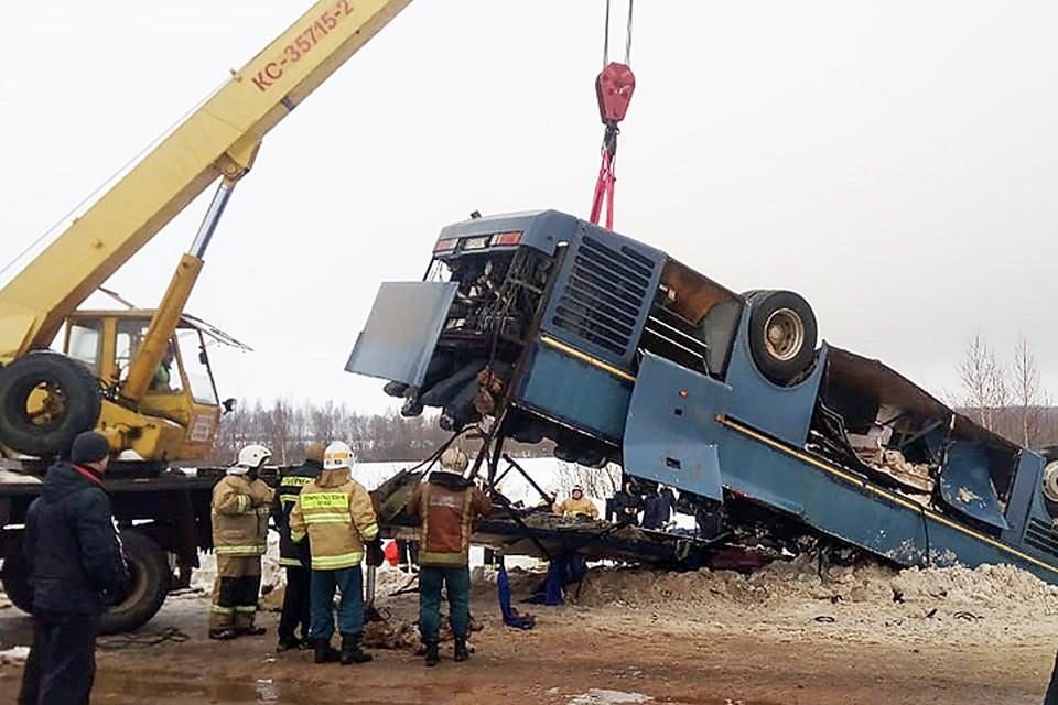 По предварительной версии, водитель не справился с управлением
