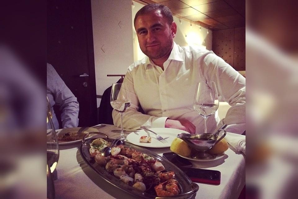 Сенатор предпочитал роскошные обеды в люксовых ресторанах, но слишком проголодался