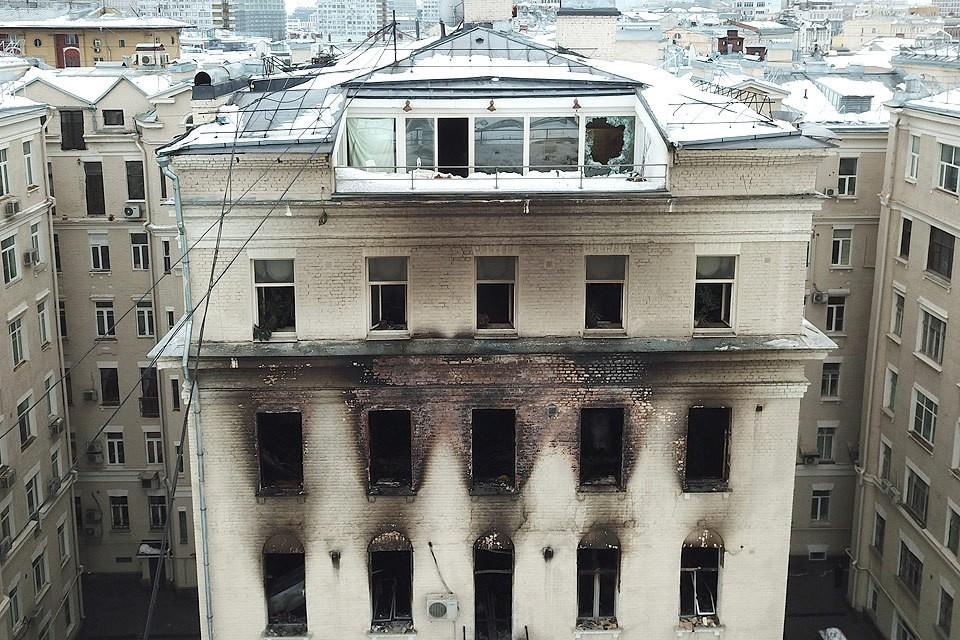 Воры обокрали квартиры в доме на Никитском бульваре, в котором в ночь на понедельник вспыхнул пожар.