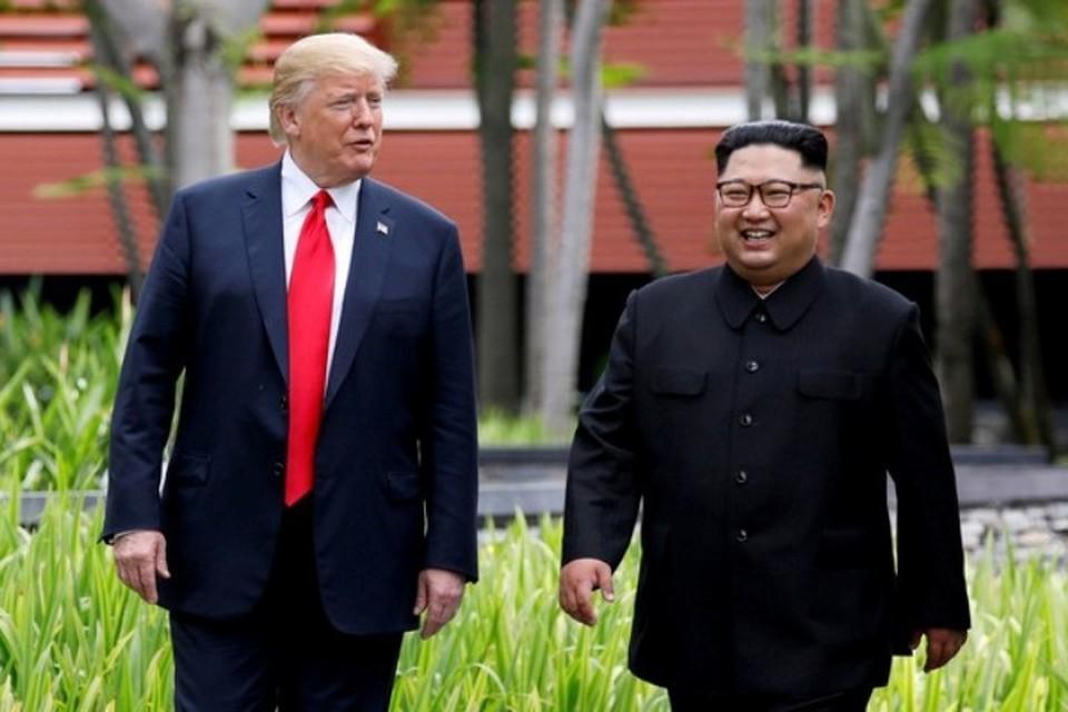 Президент США Дональд Трамп с лидером КНДР Ким Чен Ыном