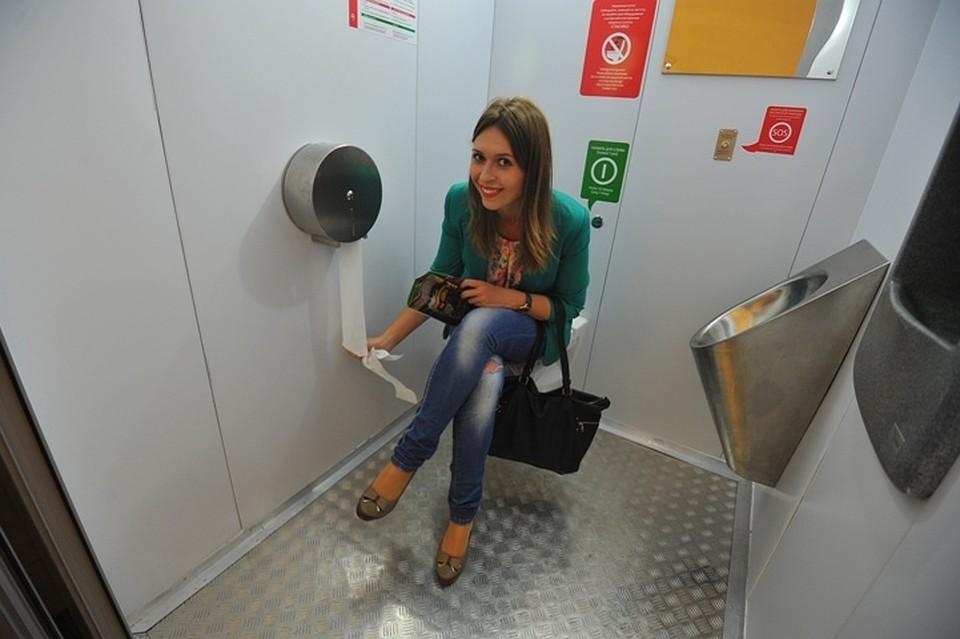 У девушки украли одежду в туалете видео, лену частное