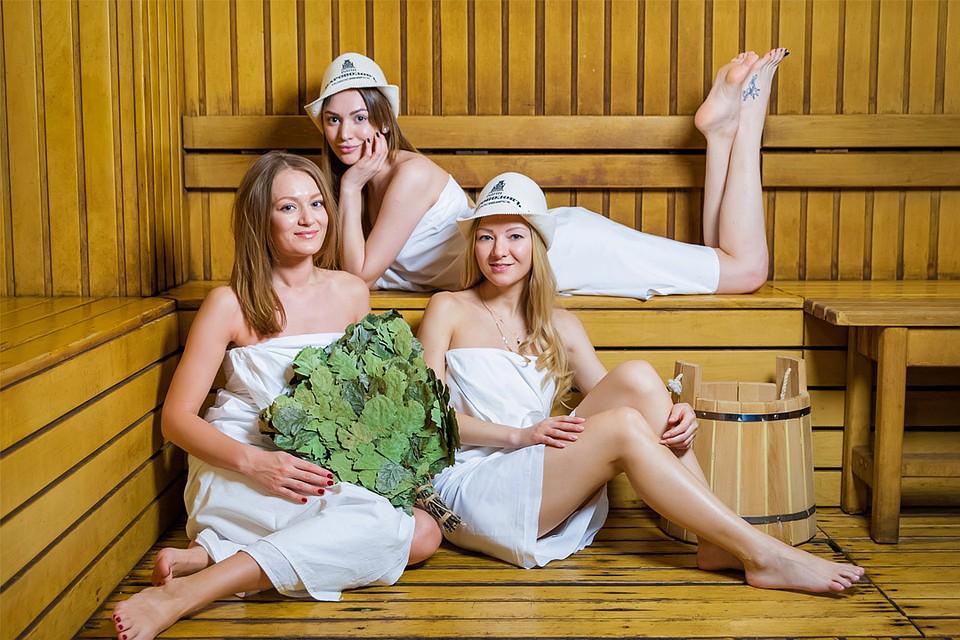 Порно смотреть за женщинами в бане рисунки