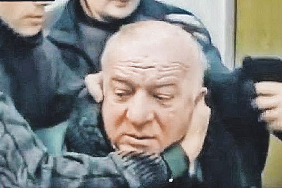 Завербованный британской разведкой сотрудник российских спецслужб Сергей Скрипаль во время задержания оперативниками ФСБ в 1999 году.