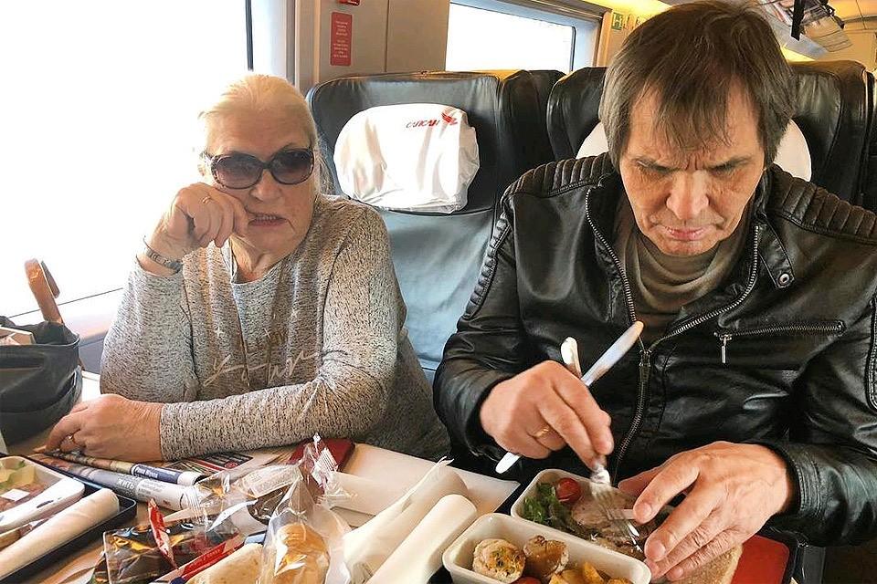 Лидия Федосеева-Шукшина и Бари Алибасов в дороге.