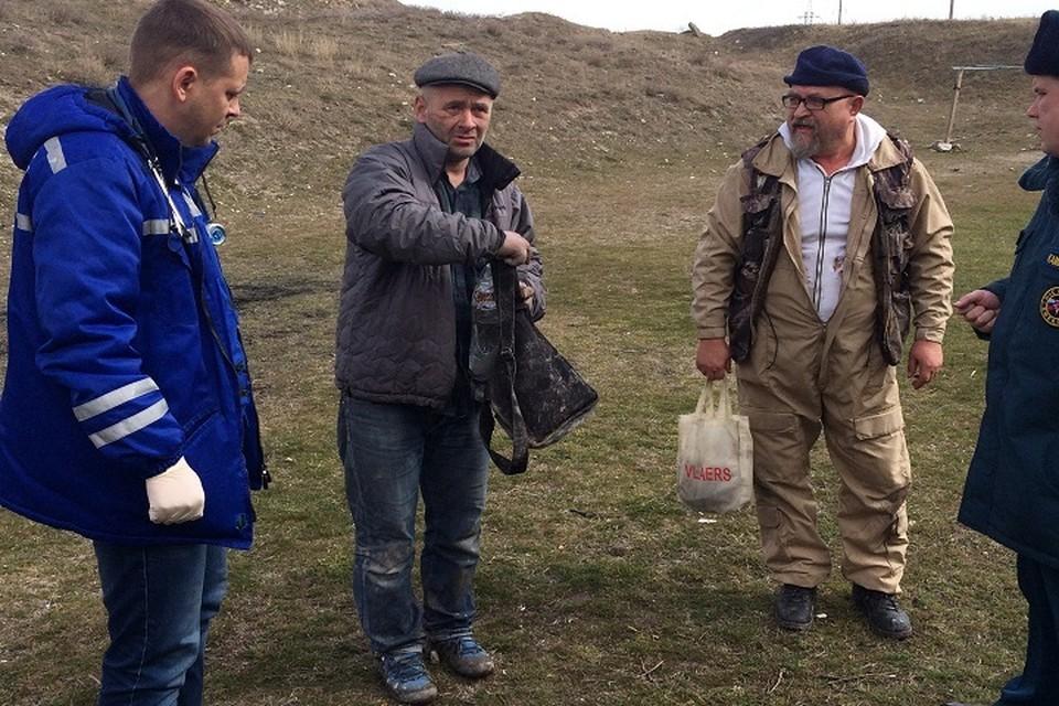 У керчанина с собой была только барсетка. Фото: пресс-служба МЧС по Крыму