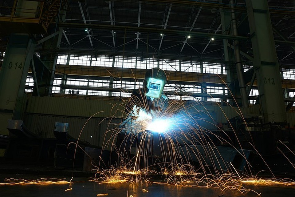 Стали известны самые дефицитные профессии в России