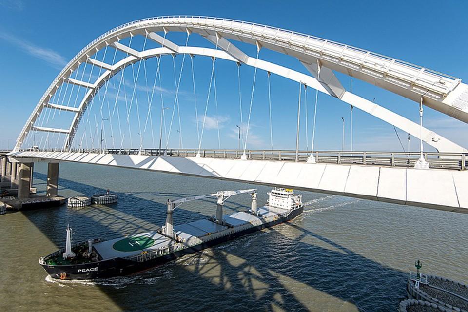 Крымский мост соединил полуостров с материковой Россией