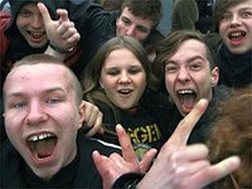 Злой препод воспитывает двух студенток