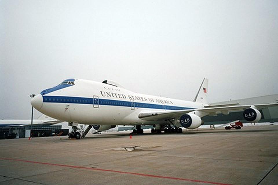 Boeing E-4B Nightwatch представляет собой начиненный самым совершенным электронным и навигационным оборудованием командный центр
