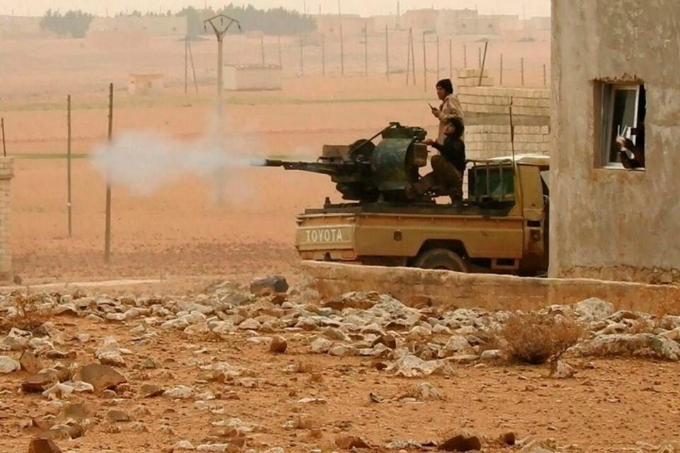 В конце февраля трое российских военнослужащих попали в засаду боевиков в Сирии