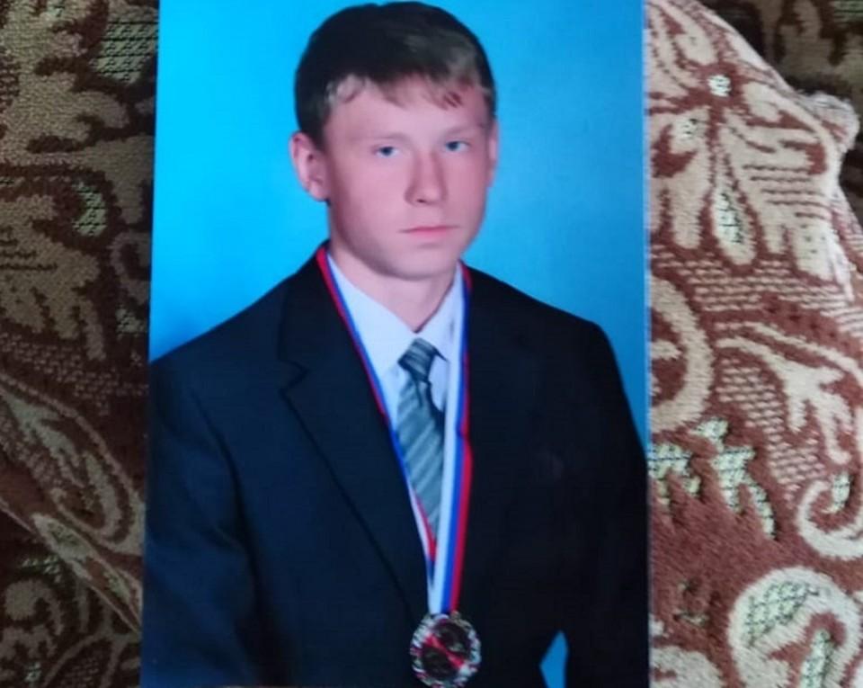В июне прошлого года Антон Сергеев должен был пойти в армию