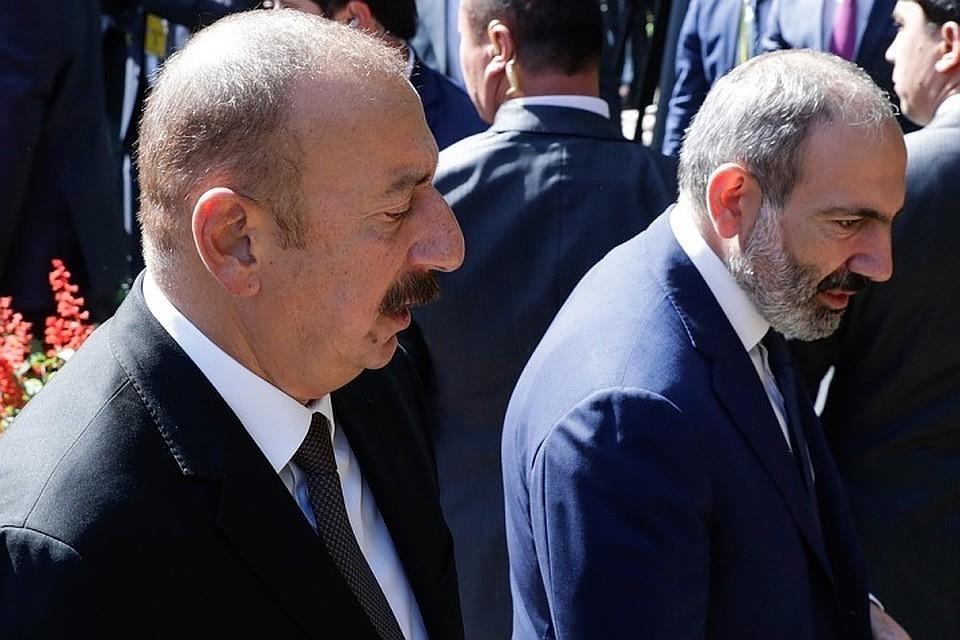 Премьер-министр Армении Никол Пашинян (справа) встретился с президентом Азербайджана Ильхамом Алиевым. Фото: Михаил Метцель/ТАСС