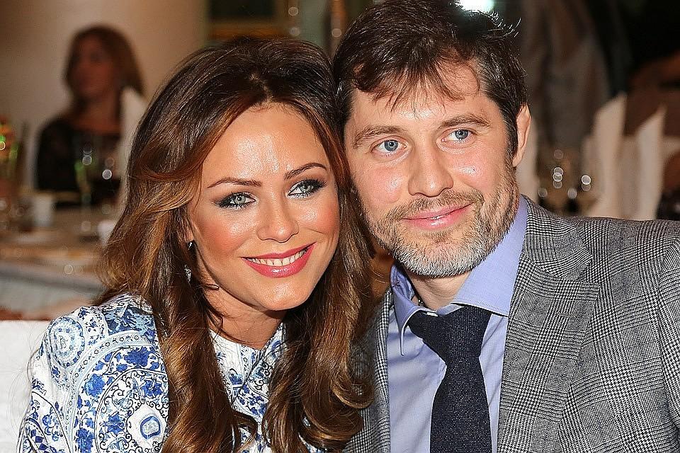 Хоккеист Александр Фролов и певица Юлия Началова в 2014 году.