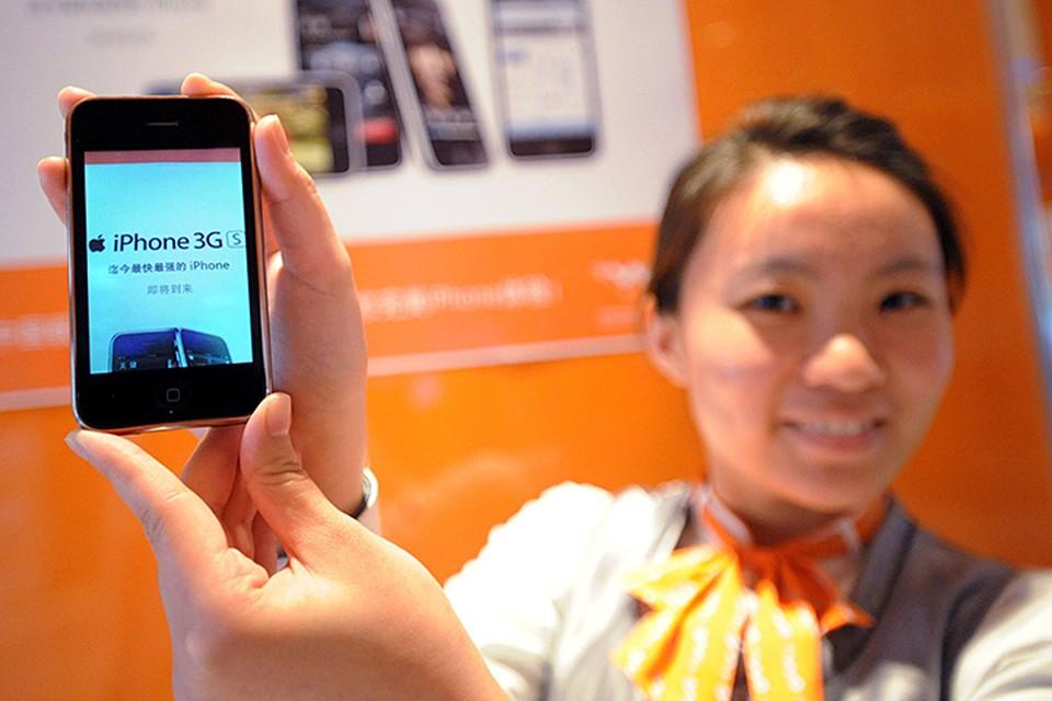 iPhone 3G стал первым телефоном, позволяющим скачивать и устанавливать приложения через интернет-магазин