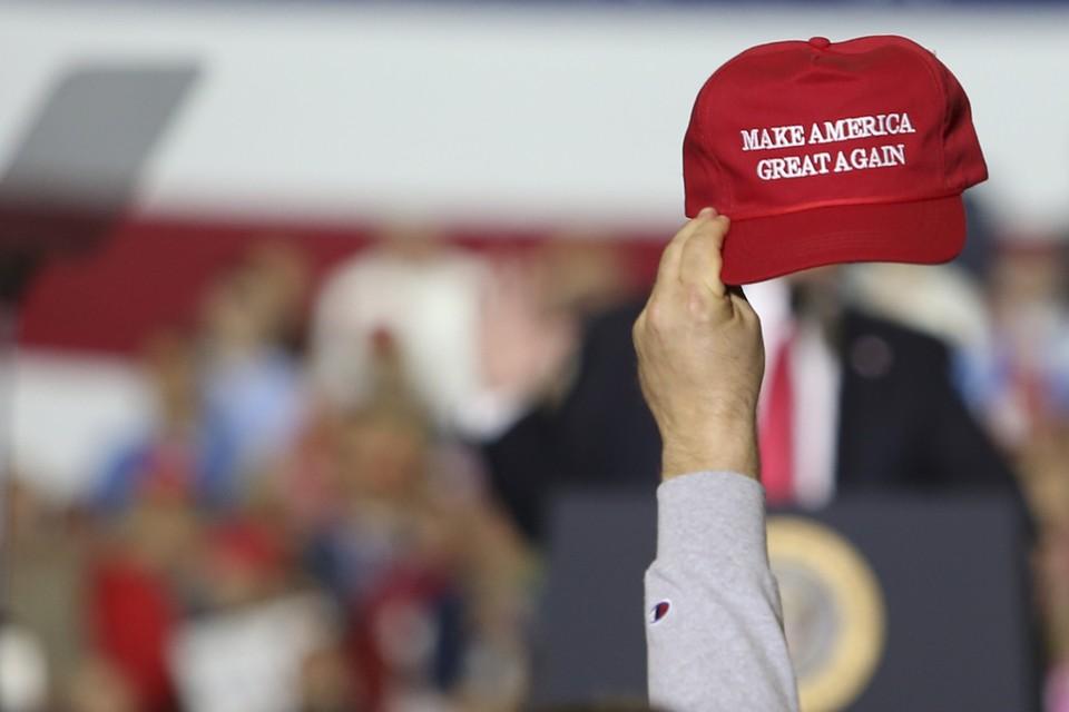 Посягнувший на кепку с лозунгом Трампа американец лишился руки