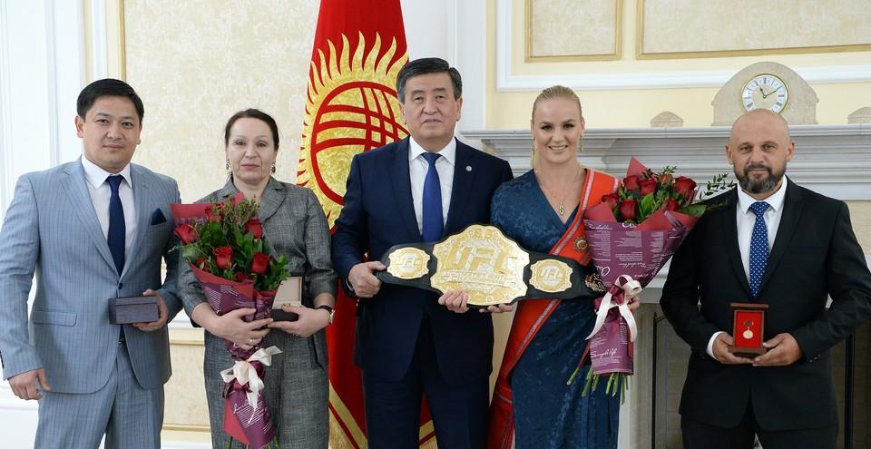 С чемпионкой встретился президент, чтобы лично вручить ей награду