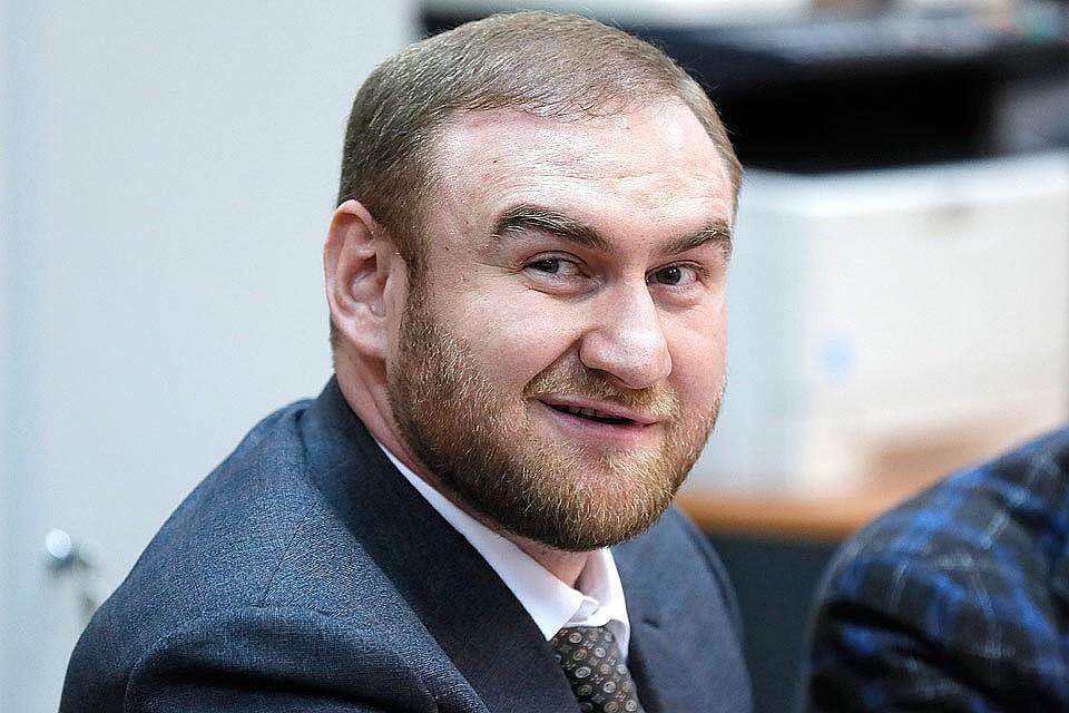 Сенатора Арашукова обвиняют во множестве преступлений