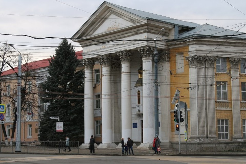 Здание с колоннами в древнегреческом стиле не слишком походит на православный храм
