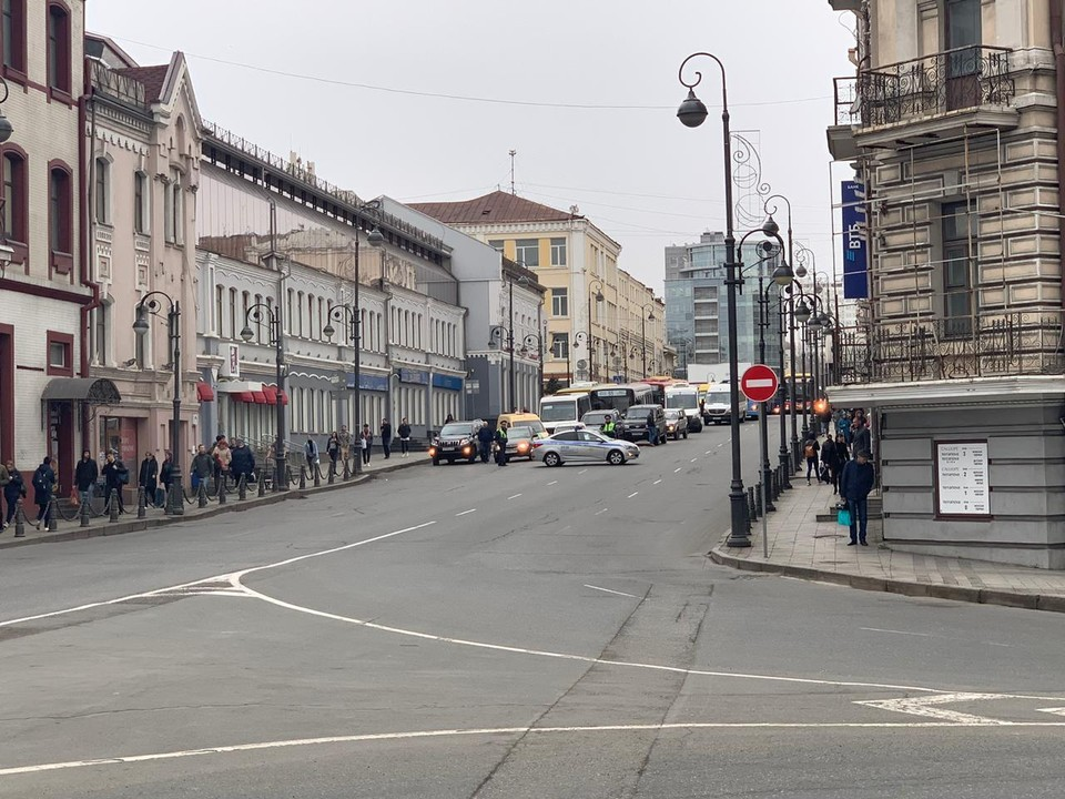 Центр Владивостока перекрыт.