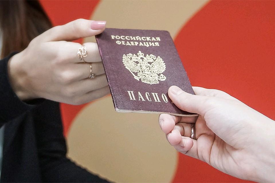 Жители ЛНР и ДНР смогут в упрощенном порядке получать российское гражданство.