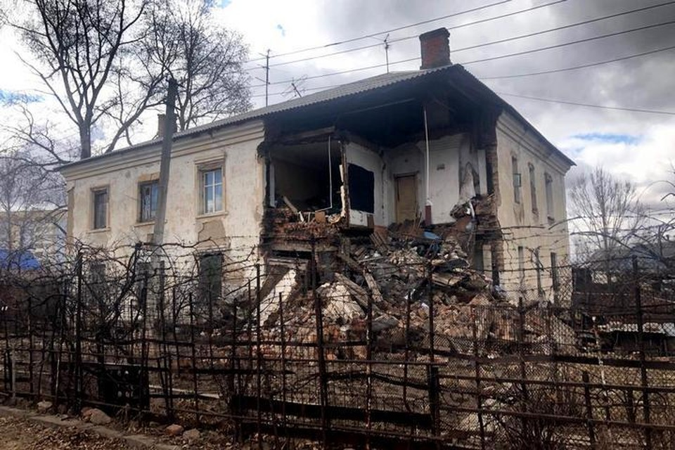 «Дом поехал»: соседи рассказали, как обрушилась часть здания на улице Карельской в Хабаровске
