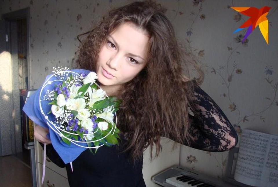 Полина в детстве играла на пианино. Теперь на нем ей играет Депп Фото: facebook.com