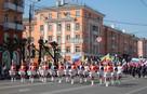 Барабанщицы, флаги стран, буханки, тележки: фоторепортаж с Первомая в Рязани